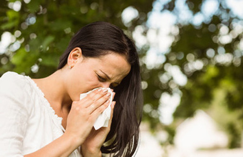 back pain when sneezing