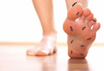 What does diabetic foot pain feel like?